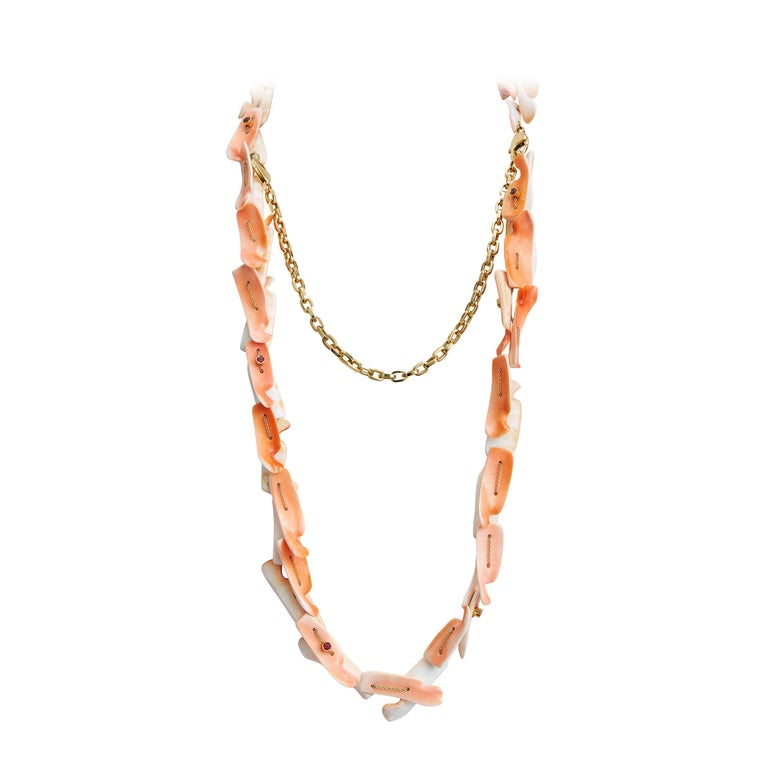 Women's or Men's Nathalie Jean Contemporary 1.3 Carat Ruby Yellow Gold Shell Chain Drop Necklace For Sale