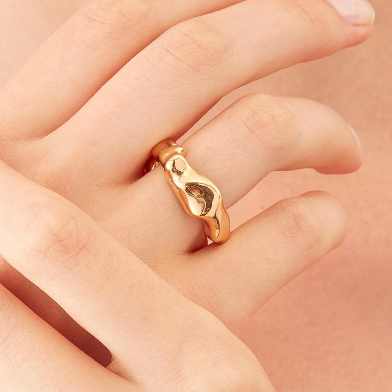 Made by hand in Nathalie Jean's Milan atelier in limited edition, Mercure Fashion Ring is in 18 karat rosé gold, a warm, sophisticated color close to yellow gold. Small, delicate, ebbing sculpture with seemingly random forms, these supple shapes are