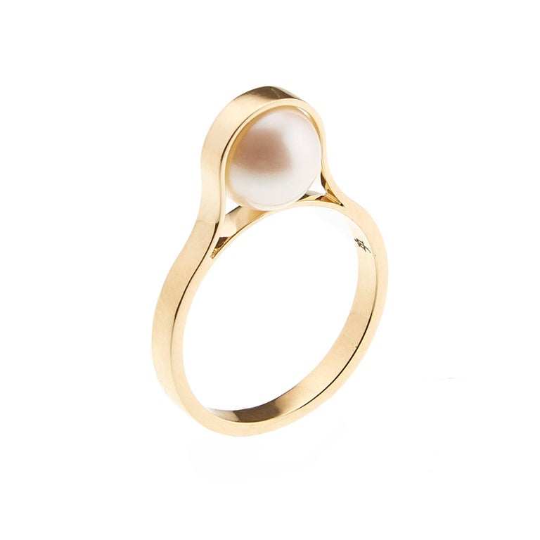 Women's or Men's Nathalie Jean Contemporary Japanese Cultured Pearl 18 Karat Yellow Gold Ring For Sale