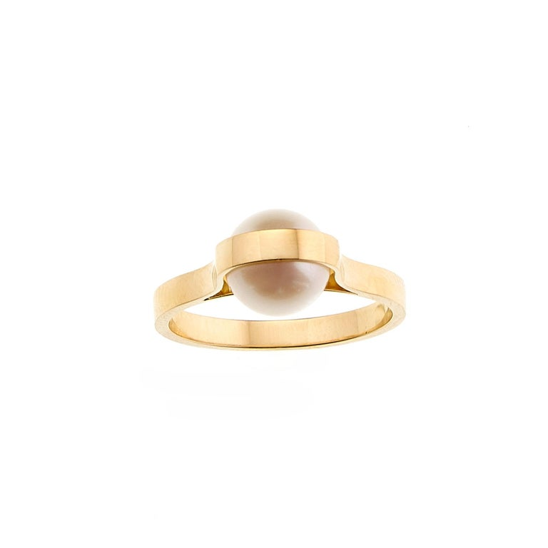 Nathalie Jean Contemporary Japanese Cultured Pearl 18 Karat Yellow Gold Ring For Sale 1