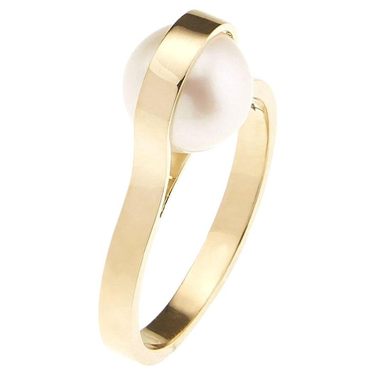Nathalie Jean Contemporary Japanese Cultured Pearl 18 Karat Yellow Gold Ring For Sale