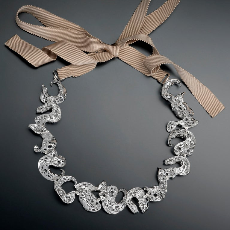 Nathalie Jean Contemporary Limited Edition Sterling Silver Link Choker Necklace In New Condition For Sale In Milan, Lombardia