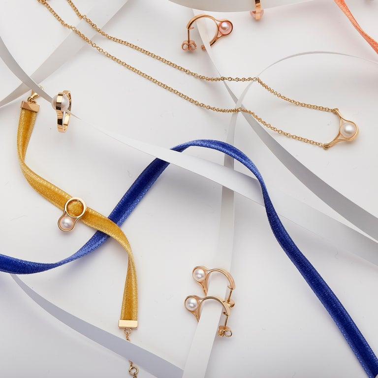 Nathalie Jean Contemporary Pearl 18 Karat Yellow Gold Hoop Earrings For Sale 1