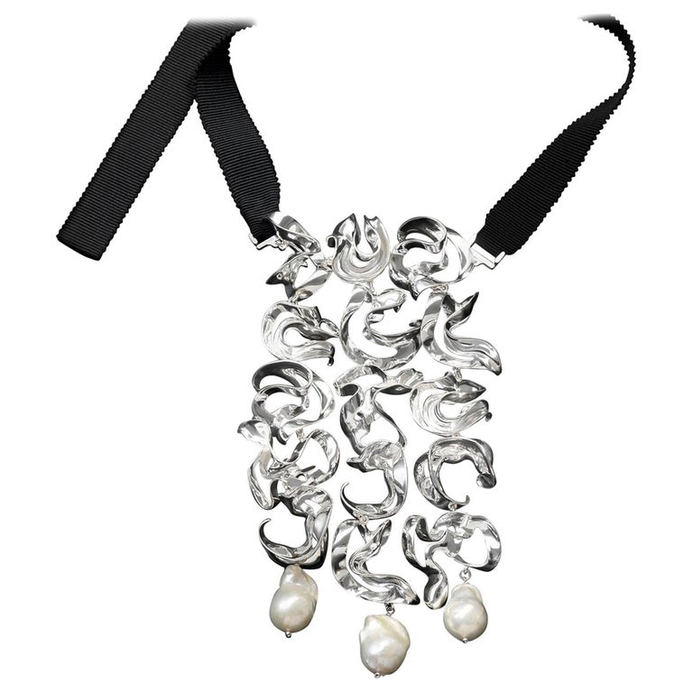 Nathalie Jean Contemporary Pearl Sterling Silver Silk Drop Link Pendant Necklace For Sale