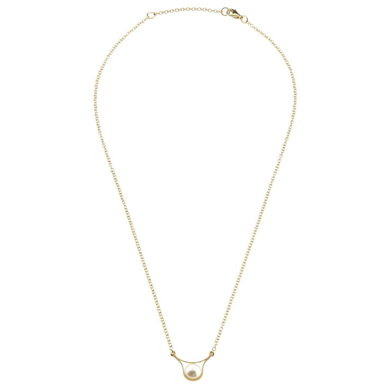 Nathalie Jean Contemporary Pearl Yellow Gold Pendant Drop Chain Necklace For Sale