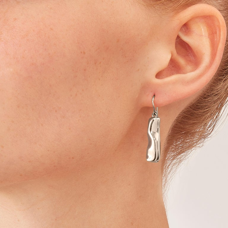 Nathalie Jean Contemporary Rhodium Plated Silver Drop Dangle Sculpture Earrings In New Condition For Sale In Milan, Lombardia