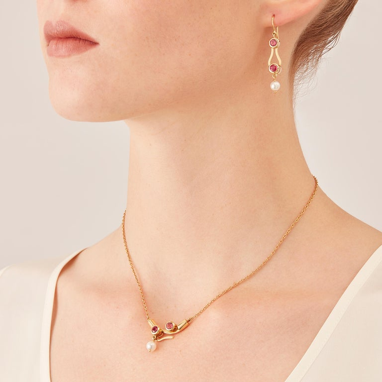 Micro Pendant drop necklace is in 18 karat in rosé gold, a warm, sophisticated color close to yellow gold. It is part of the Microcosmos Series, devised as a game, a construction or a sophisticated aerial mobile. Shapes attached to gold settings