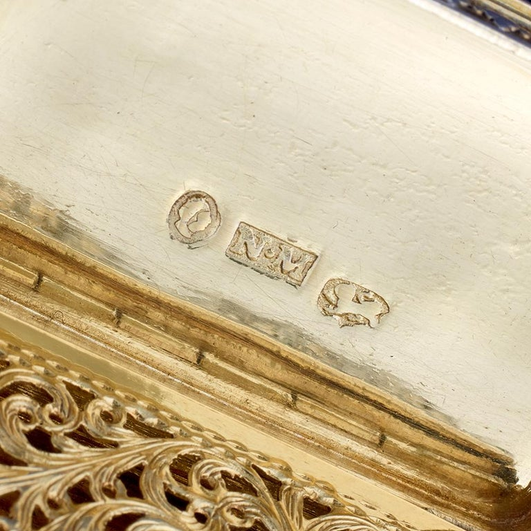 Nathaniel Mills Victorian Silver Gilt Castle-Top Vinaigrette, Windsor Castle For Sale 2