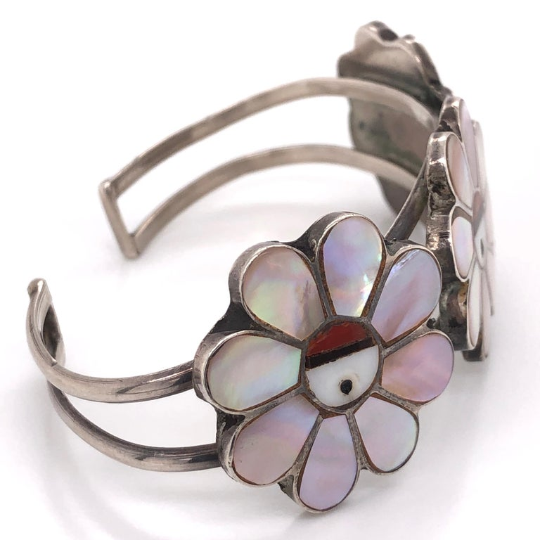 Stunning and highly desirable Vintage Native American HOPI Headdress 925 Sterling Silver Cuff Bracelet, featuring 3 Heads inlaid with Mother of Pearl, Coral and Onyx, each measuring approx. 1