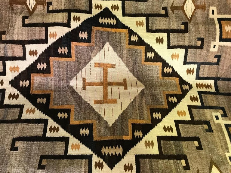 Native American Navajo Crystal Region Large Handwoven Rug, circa 1910-1920 In Good Condition For Sale In Studio City, CA