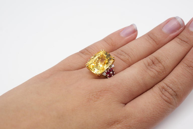 Natural 16.68 Carat AGL Certified Yellow Sapphire Ruby Gold Platinum Ring In New Condition For Sale In New York, NY