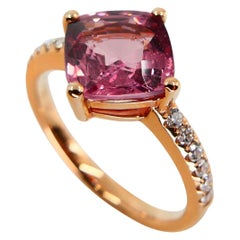 Natural 3.00 Carat Peach Pink Spinel and Diamond Cocktail Ring, 18 Karat Gold