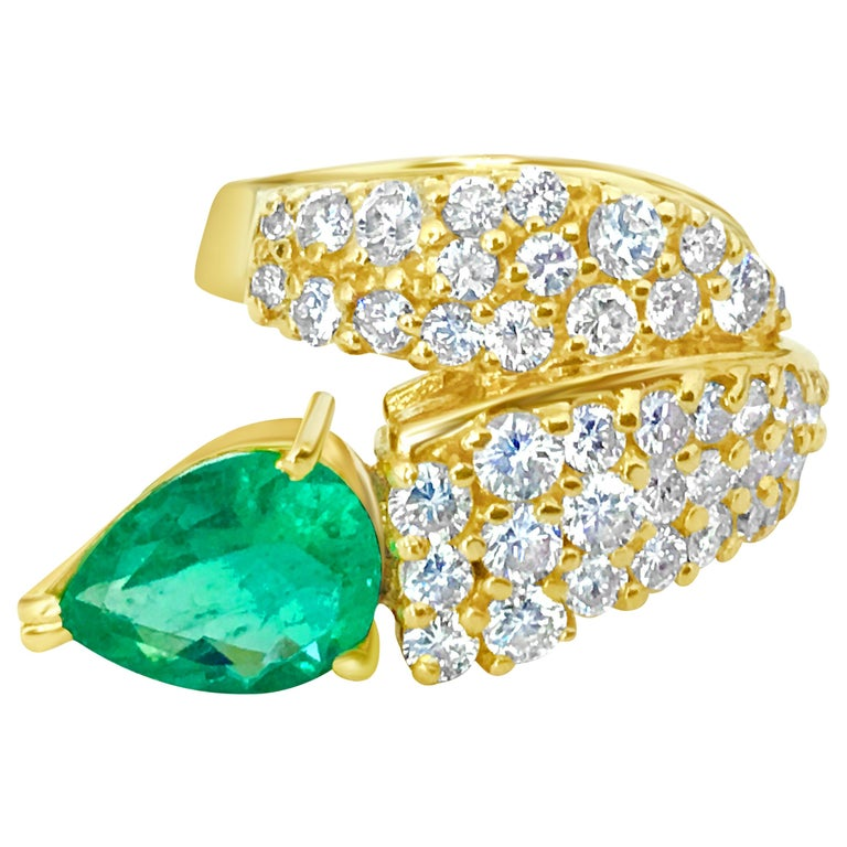 Natural 4.25 Carat Colombian Emerald and Diamond Ring in 14 Karat Gold For Sale