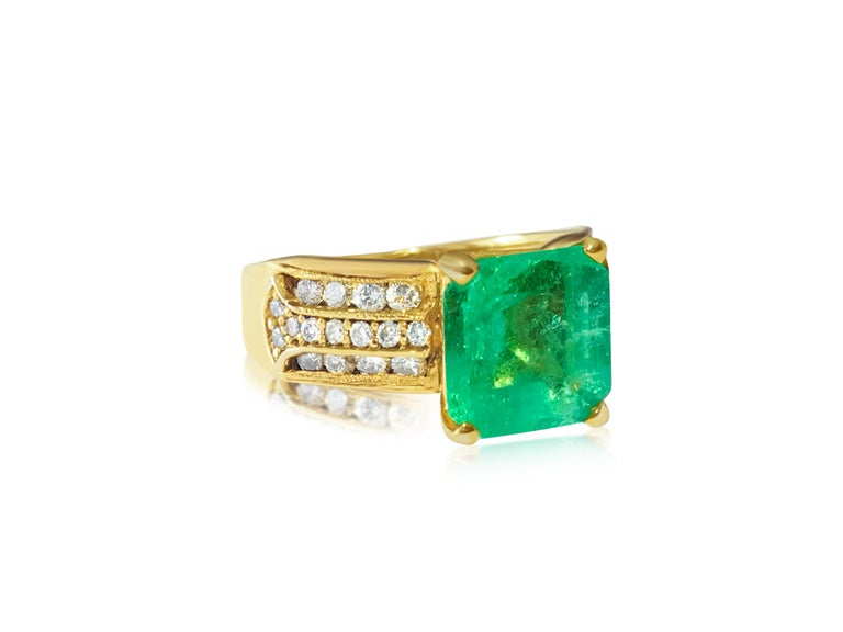 Art Deco Natural 6.00 Carat Colombian Emerald and Diamond Ring For Sale