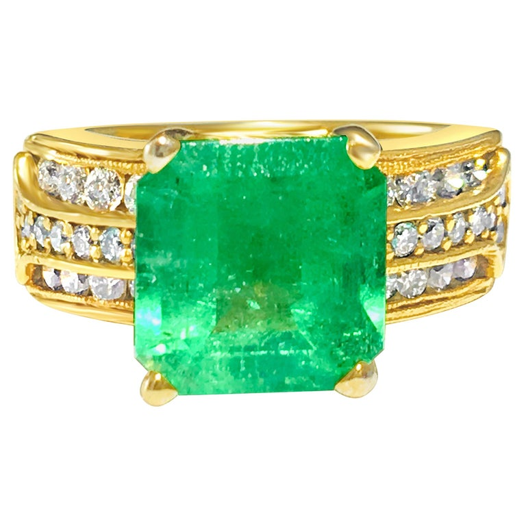 Natural 6.00 Carat Colombian Emerald and Diamond Ring For Sale