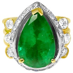 Natural 6.50 Carat Colombian Emerald Diamond Cocktail Ring 18 Karat
