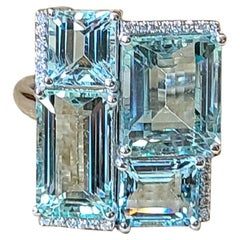 Natural Aquamarine and Diamond Ring Set in 18 Karat Gold