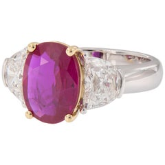 Natural Burma Ruby Diamond 18 Karat Gold Three-Stone Ring