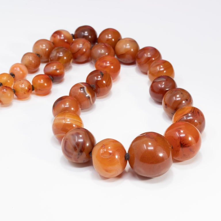 Natural Carnelian Graduated Bead Knotted Necklace, 14 Karat, 585 Gold Clasp In Good Condition For Sale In Milford, DE