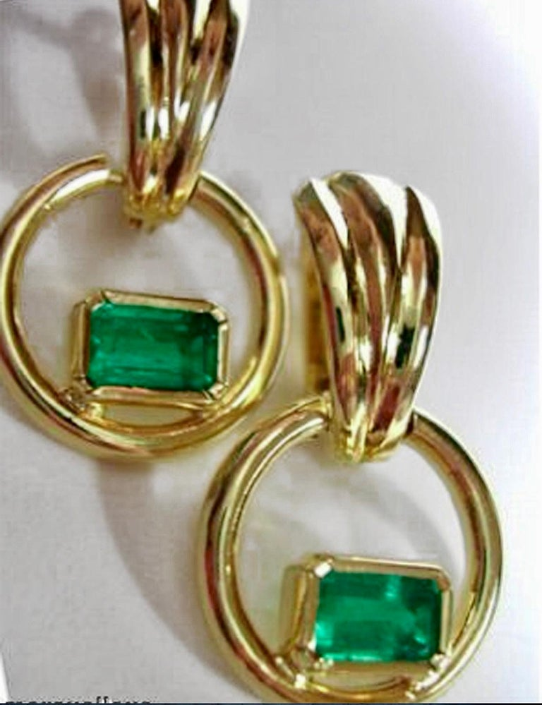 Natural Colombian Emerald Dangle Earrings 18 Karat Gold In New Condition For Sale In Brunswick, ME