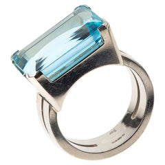 Natural Colour Aquamarine Ring mounted in 14 Carat White Gold, London dated 1961