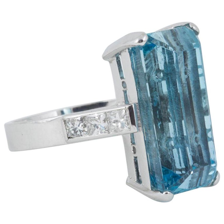 Natural Color Aquamarine and Diamond Mounted in 18 Carat Gold Ring For Sale