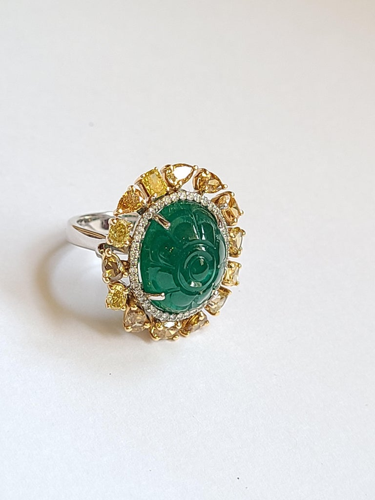 Modern Natural Emerald 10.20 Carat Ring Set in 18 Karat Gold with Fancy Color Diamond For Sale