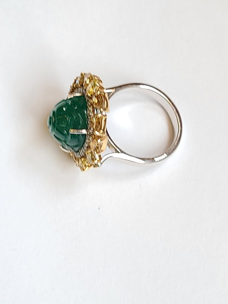 Women's or Men's Natural Emerald 10.20 Carat Ring Set in 18 Karat Gold with Fancy Color Diamond For Sale