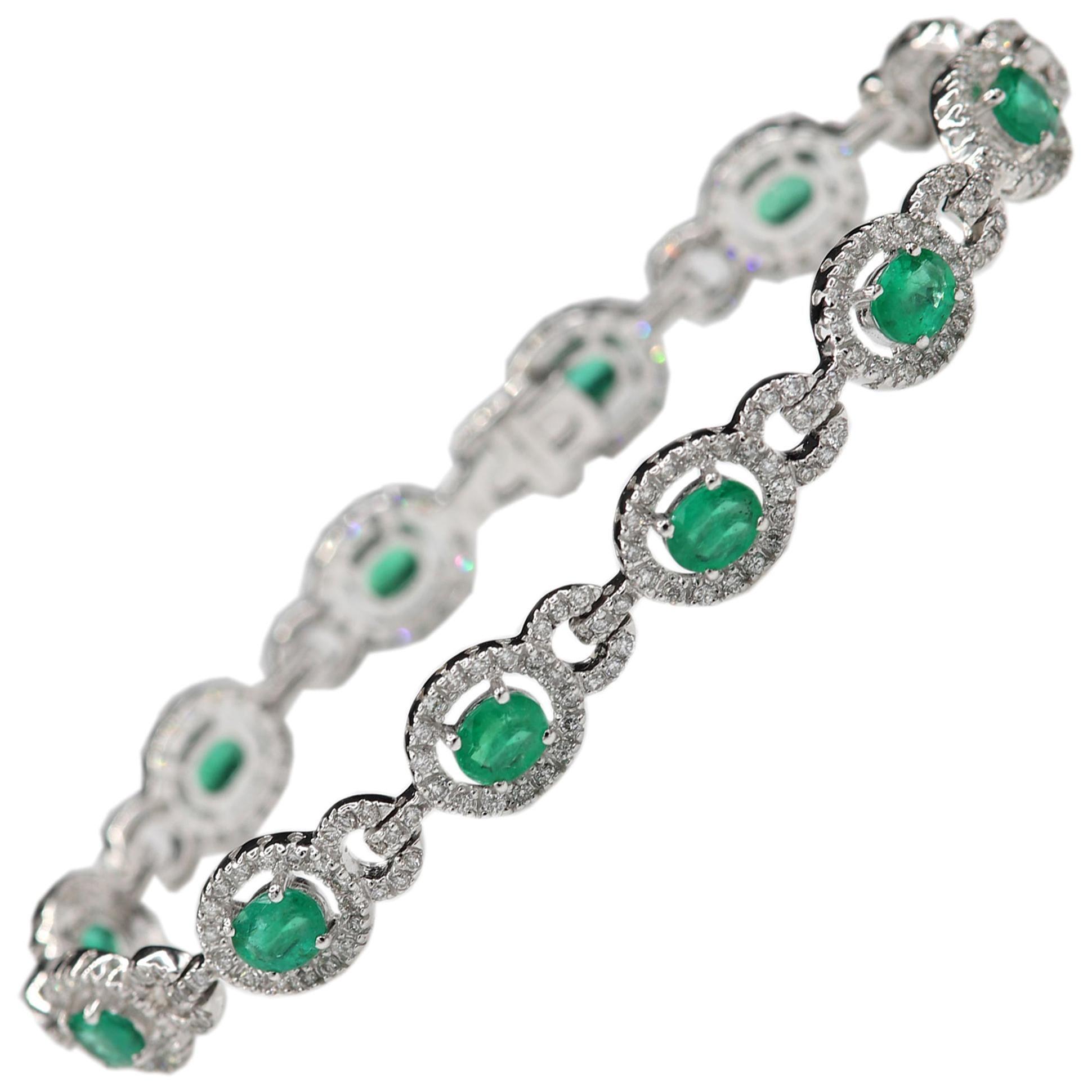 Natural Emerald Bracelet 18 Karat White Gold and Diamonds Oval Emerald