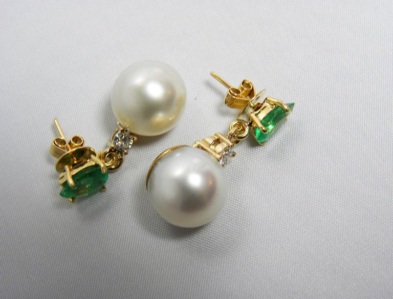 Contemporary Natural Emerald Diamond and South Sea White Pearl Dangle Earrings 18 Karat For Sale