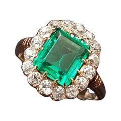 Natural Emerald Old European Cut Diamonds Yellow Gold Ring, ca. 1900