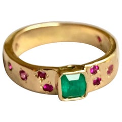 Natural Emerald Ruby Band Ring Rare Hammered 18 Karat