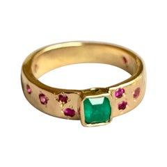 Natural Emerald Ruby Band Ring Rare Hammered 18 Karat
