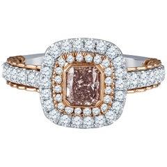 Ring mit 0,62k braun-rosa Strahlenschliff-Diamanten und Brillanten-Set, GIA-Zertifikat
