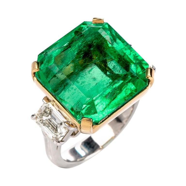 Natural GIA Emerald 3-Stone Platinum 18 Karat Engagement Cocktail Ring For Sale