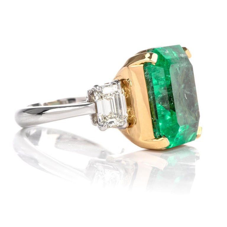 Natural GIA Emerald 3-Stone Platinum 18 Karat Engagement Cocktail Ring For Sale 1