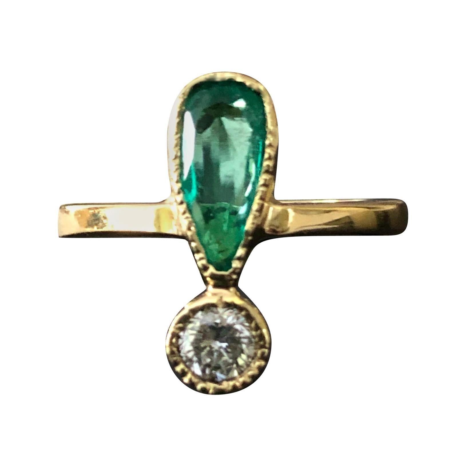 Natural Green Colombian Emerald Diamond Ring 18 Karat