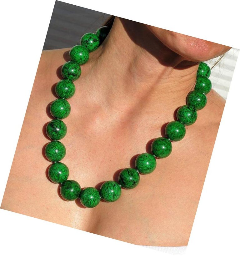 Natural Maw-Sit-Sit Jade Bead Statement Necklace In New Condition For Sale In Montreal, QC