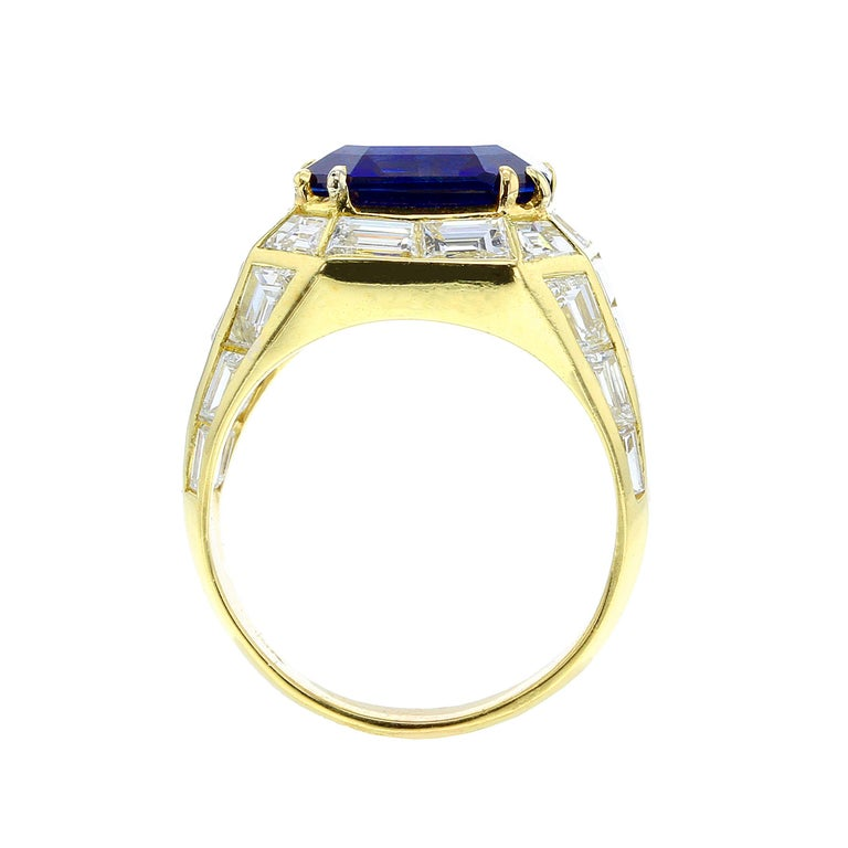 Natural No Heat Burma Sapphire and Diamond Yellow Gold Ring In Good Condition For Sale In New York, NY