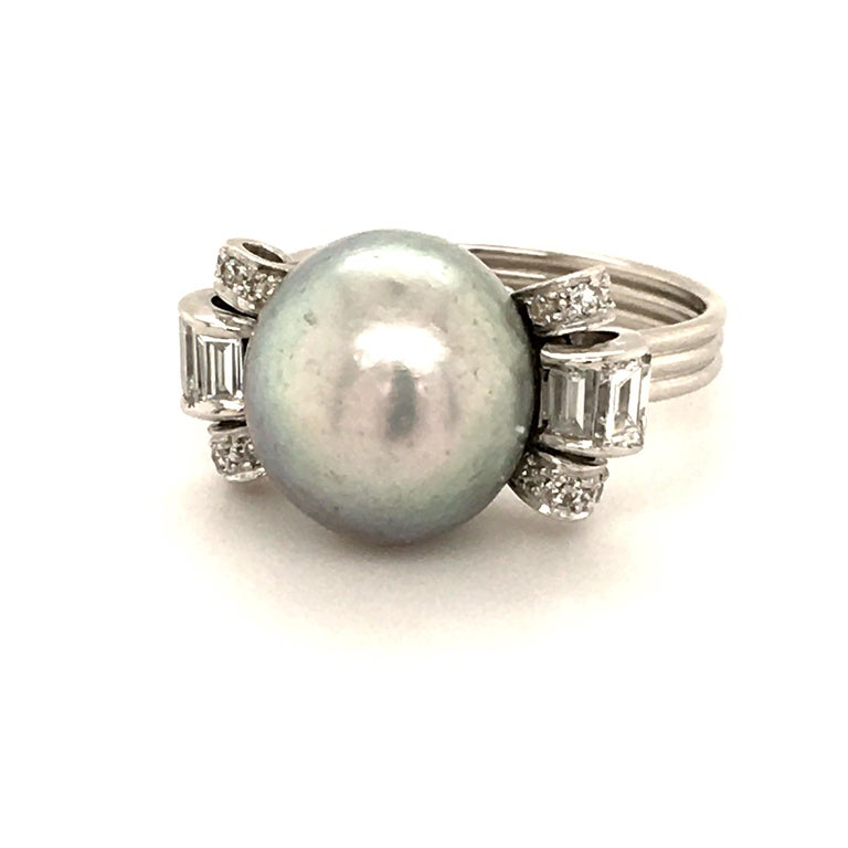 Natural Pearl Ring with Diamonds in Platinum In Good Condition In Lucerne, CH