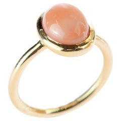 Natural Pink Coral Solitaire Oval Cabochon 18 Karat Gold Boho Deco Cocktail Ring