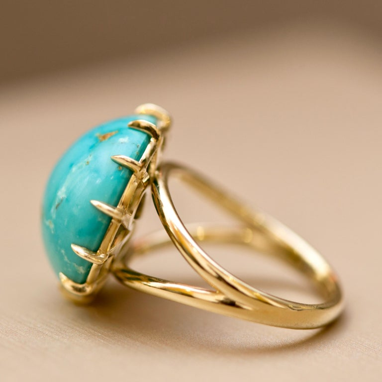 Modern Natural Round Blue Turquoise 18 Carat Yellow Gold Ring For Sale