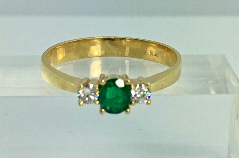 Contemporary Natural Round Cut Emerald and Diamond Engagement Ring 18K For Sale