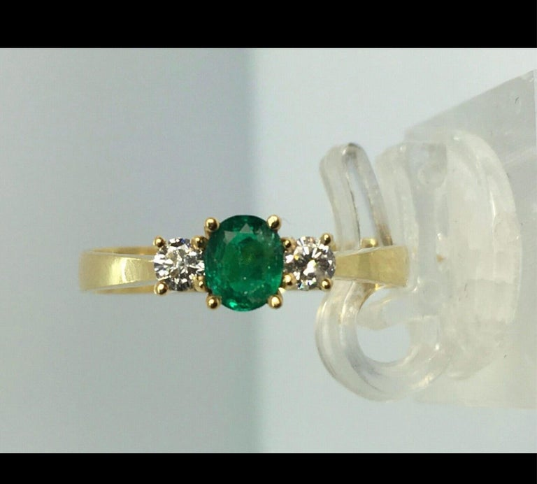 Natural Round Cut Emerald and Diamond Engagement Ring 18K In New Condition For Sale In Brunswick, ME