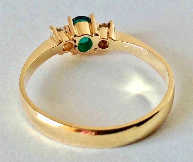 Natural Round Cut Emerald and Diamond Engagement Ring 18K For Sale 1
