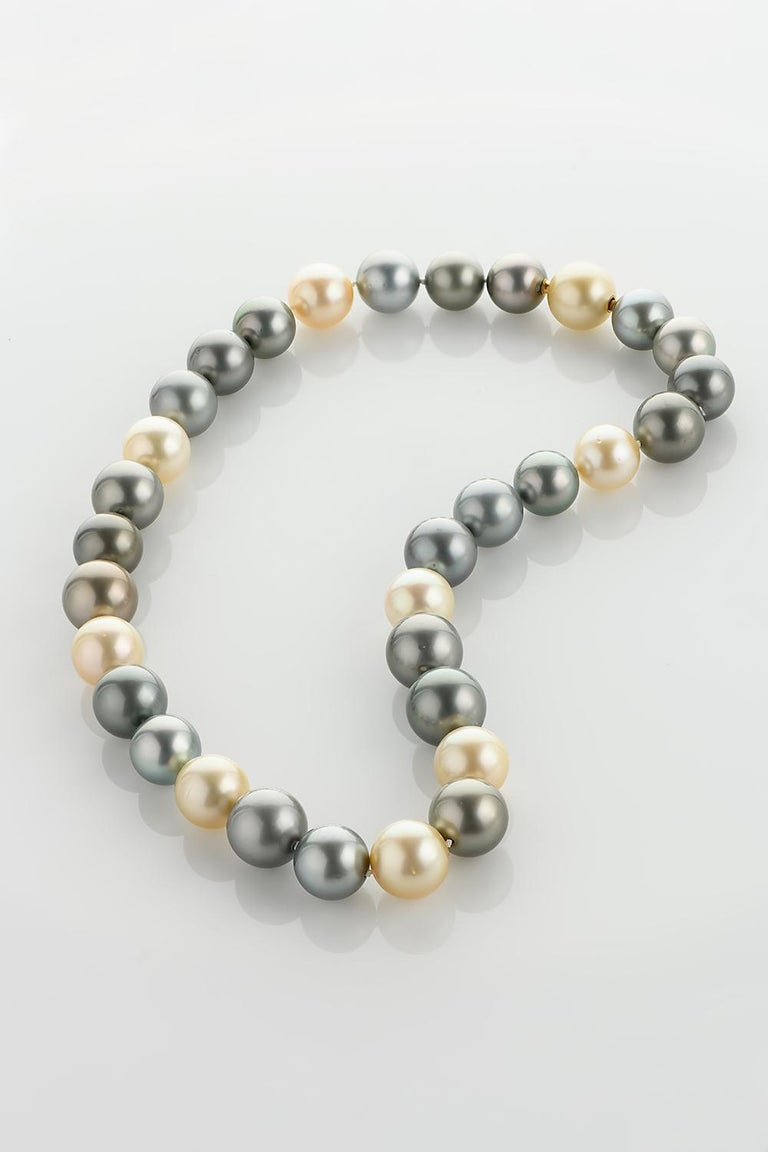 Natural Tahiti and South Sea Pearl Necklace For Sale 5