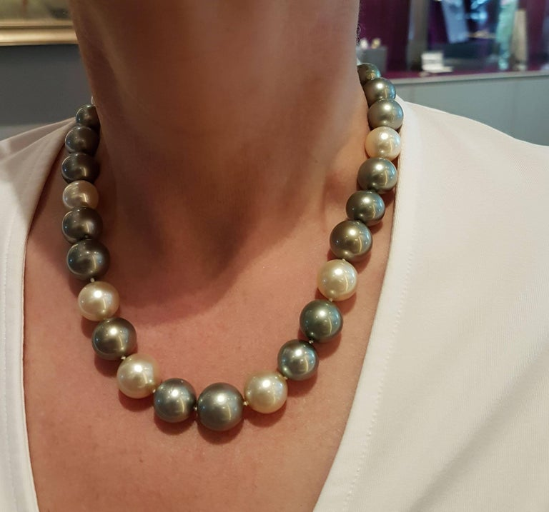 Natural Tahiti and South Sea Pearl Necklace For Sale 1