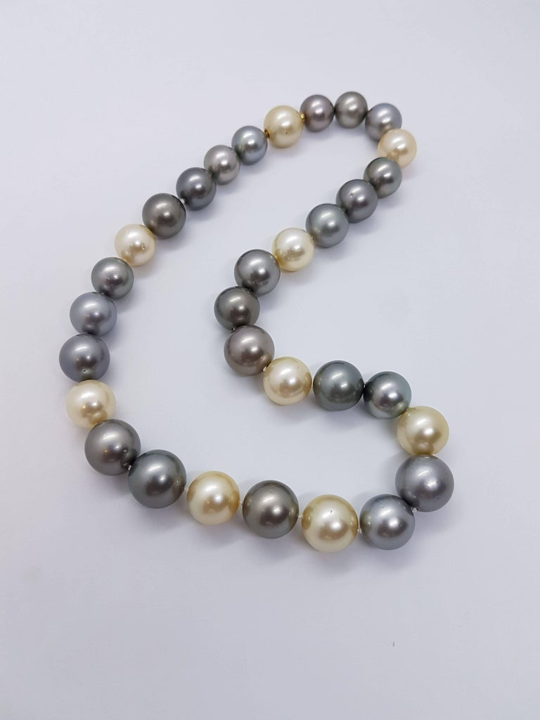 Natural Tahiti and South Sea Pearl Necklace For Sale 2