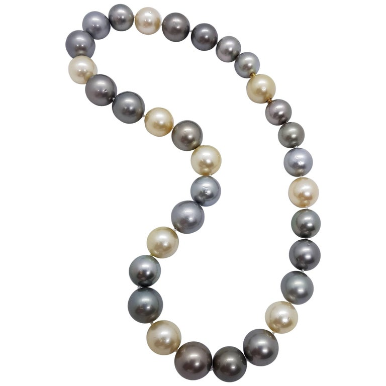Natural Tahiti and South Sea Pearl Necklace For Sale