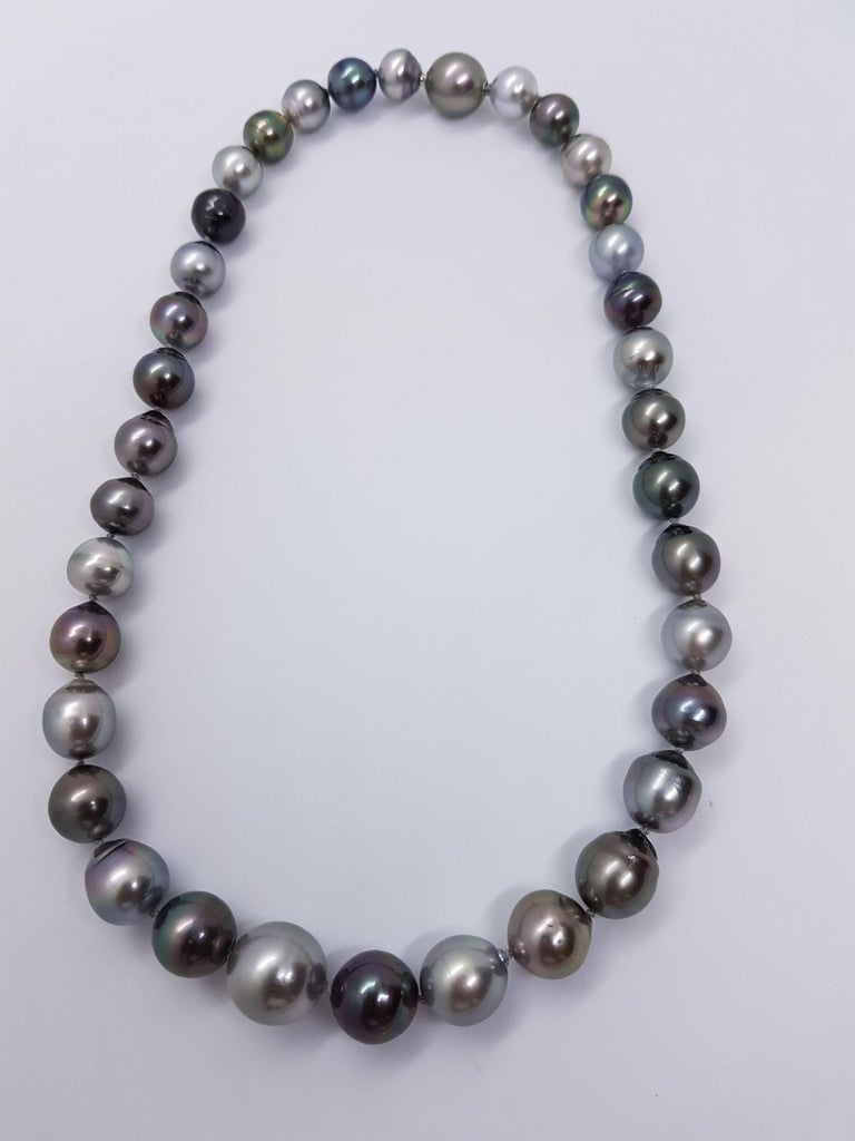 Natural Tahiti Pearl Necklace For Sale 2